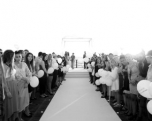 אווירה מרעננת לאורחים - להפתיע עם חתונה בים2